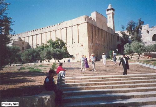 hebron?w500&amph343 - الحرم الإبراهيمي.. شاهد على لصوص الصهاينة (صور)