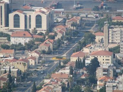وحديثنا اليوم سيكون عن مدينة . . حيفا . .